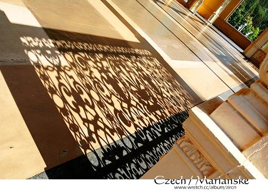 迴廊上的陰影