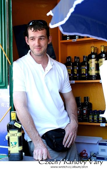 賣溫泉酒的帥哥