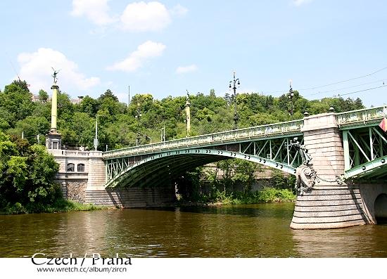 維塔瓦河上另一座橋