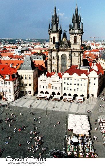 提恩教堂與廣場一隅