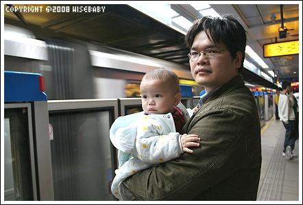 在台北車站等下一班捷運
