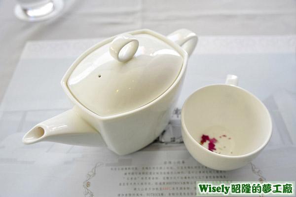 凡爾賽玫瑰奶茶(熱)