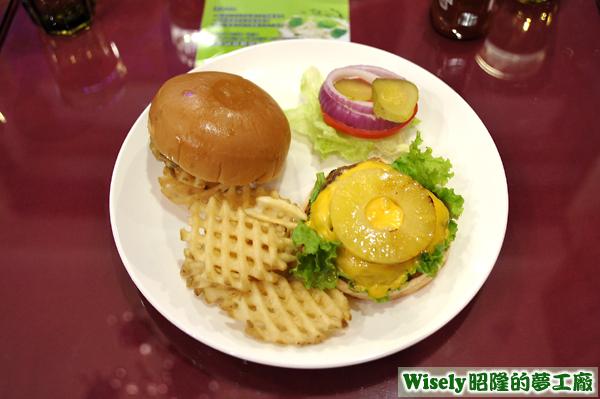 鳳梨牛肉漢堡