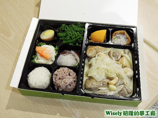 蘑菇燉雞盒餐