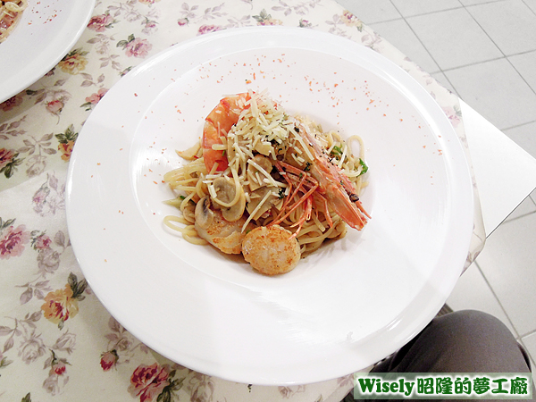 美國大干貝虎蝦青蔥林昆尼義大利麵