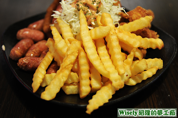 炸物拼盤A:波浪薯條