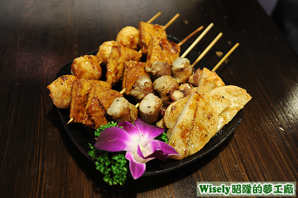 烤花枝丸、烤豆干、豚肉麻糬、豚肉杏鮑菇、烤甜不辣