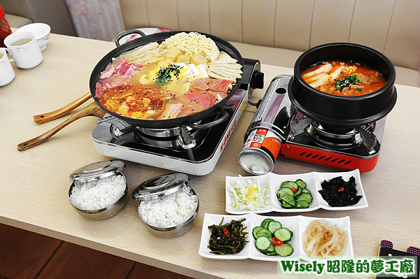 部隊鍋(黃金泡菜)、辣炒年糕、韓式小菜