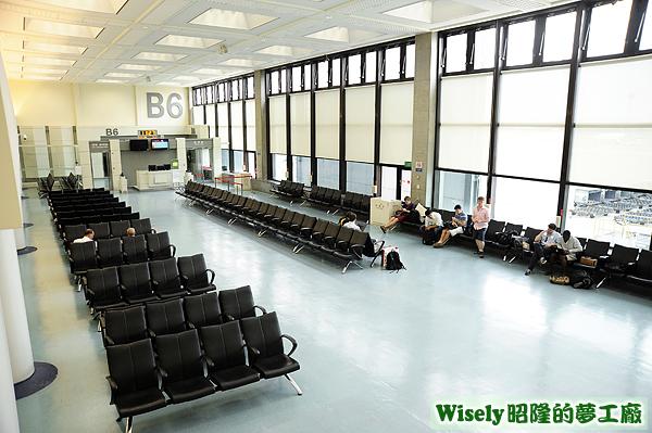 桃園機場第一航廈B6登機門