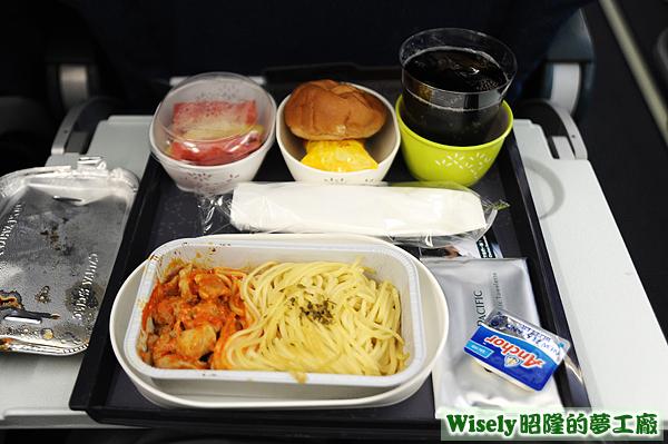 國泰航空飛機餐(雞肉義大利麵)
