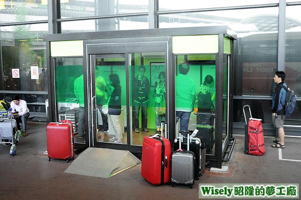 成田空港吸菸室