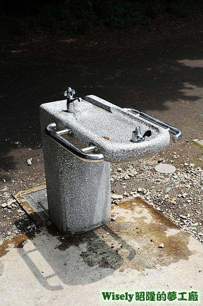 洗手飲水檯