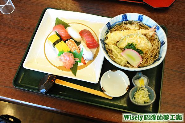 天ぷらそばょにぎり寿司のセット