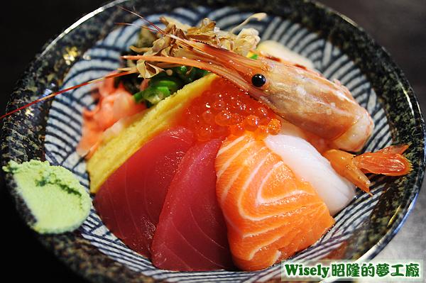 玉子燒、鮪魚、鮭魚、花枝、鮭魚卵