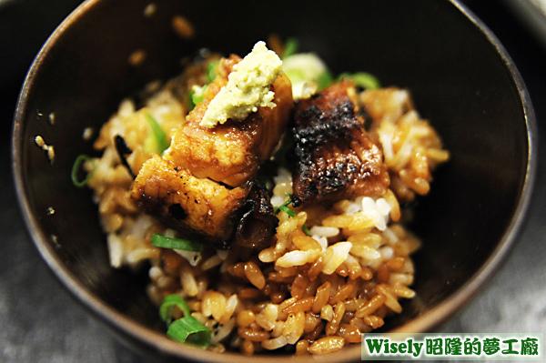 蔥花芝麻鰻魚飯
