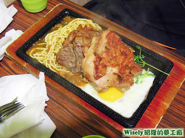 牛排+雞腿排(綜合醬鐵板麵)