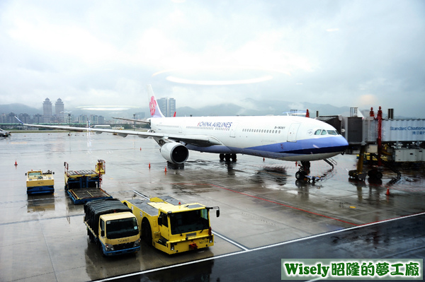 中華航空CI0220的A330班機
