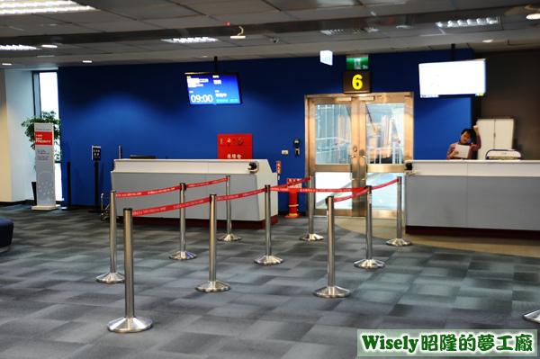 中華航空CI0220班機登機門