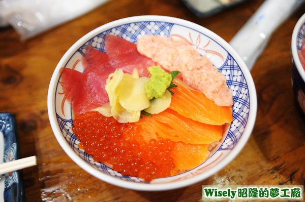 まぐろとサーモンの4色丼(鮪魚鮭魚四色丼)
