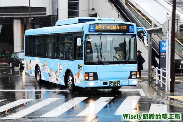 藤子・F・不二雄ミュージアム專車(青)