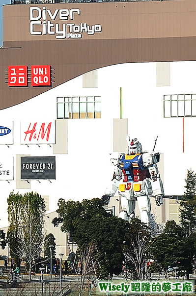 お台場 ダイバーシティ東京 プラザ(DiverCity Tokyo Plaza台場購物廣場)的GUNDAM(鋼彈)RX-78-2