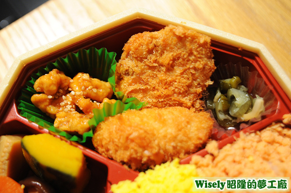漬物、鶏唐揚、エビクリームコロッケ