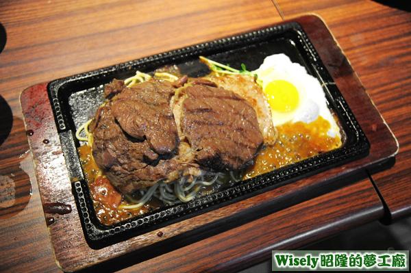 牛排+豬排(綜合醬鐵板麵)