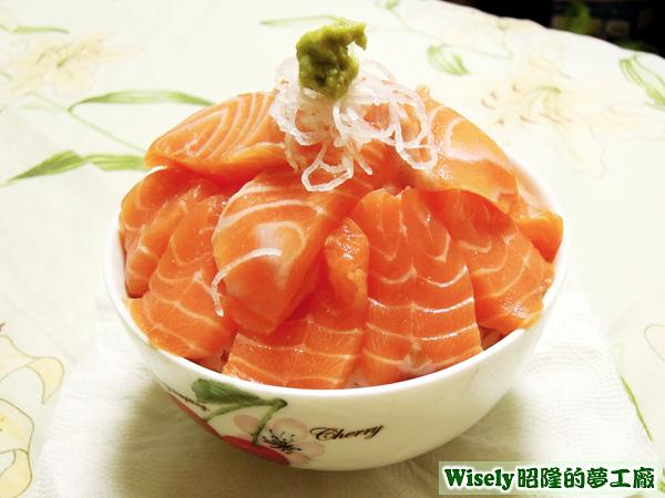 鮭魚生魚片蓋飯