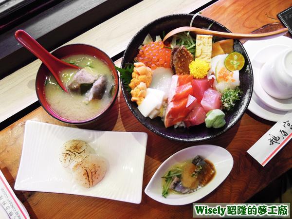 干貝握壽司、果醋秋刀魚、味噌湯、生魚片丼飯