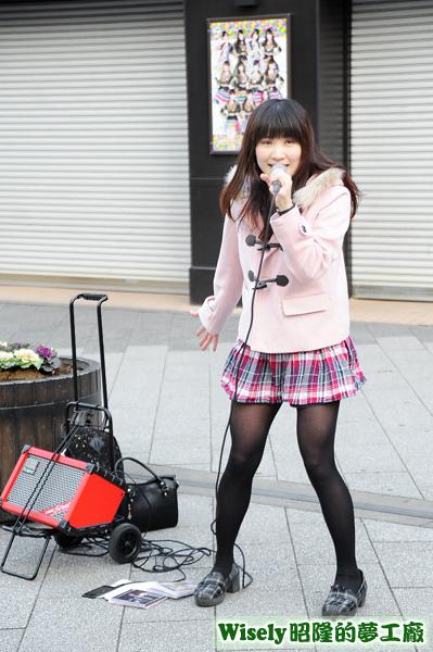 街頭歌唱妹妹