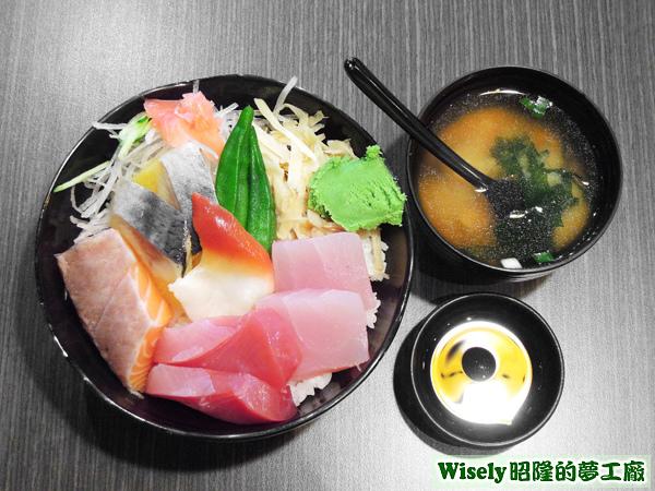 什錦魚丼、味噌湯、醬油