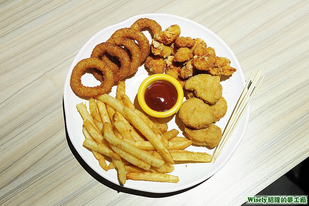 炸物拼盤(洋蔥圈/雞米花/薯條/雞塊)