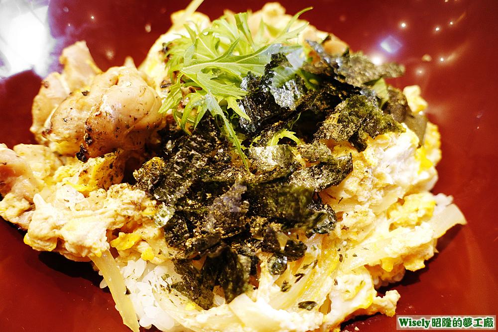 炭烤雞肉蛋蓋飯加海苔片