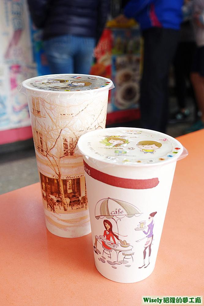 冰紅茶(大)、冰豆漿(中)