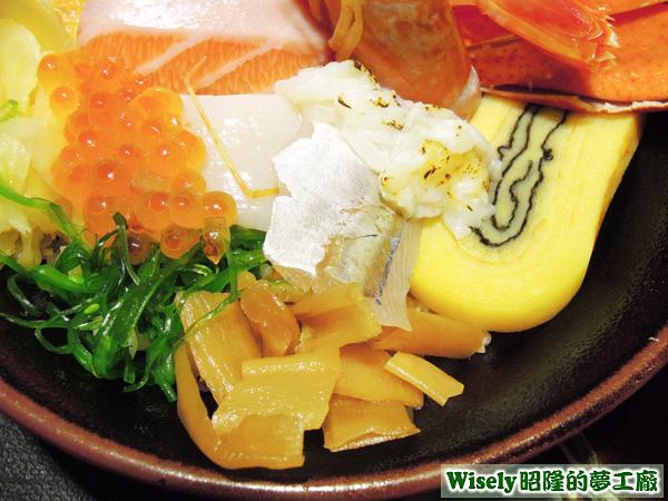 鮭魚卵、干貝、竹筴魚、炙燒比目魚、玉子燒