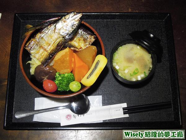 鹽烤秋刀魚丼
