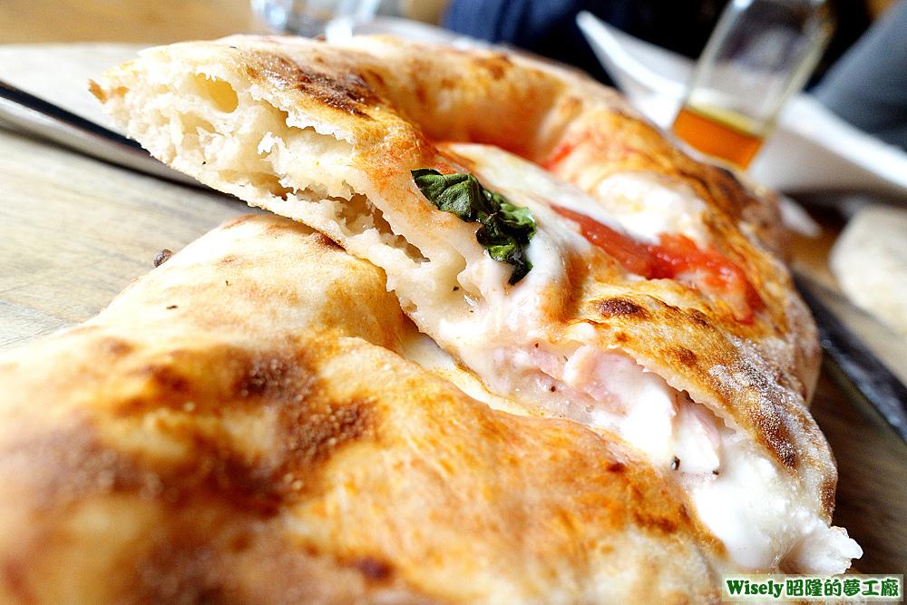 披薩餃-烤哈姆加納頌尼Prosciutto Calzone