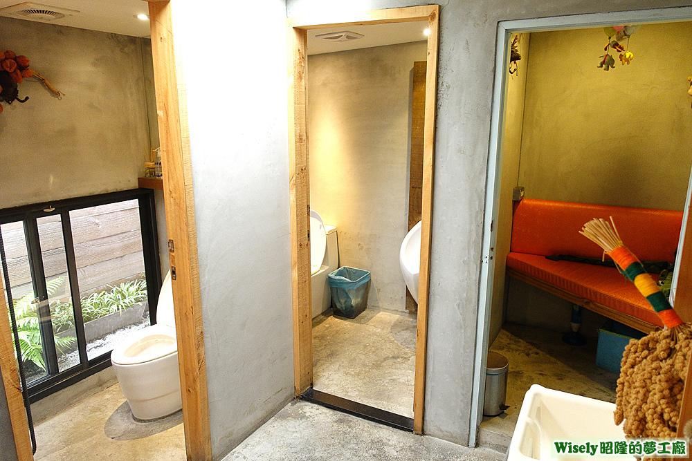 廁所、哺乳室