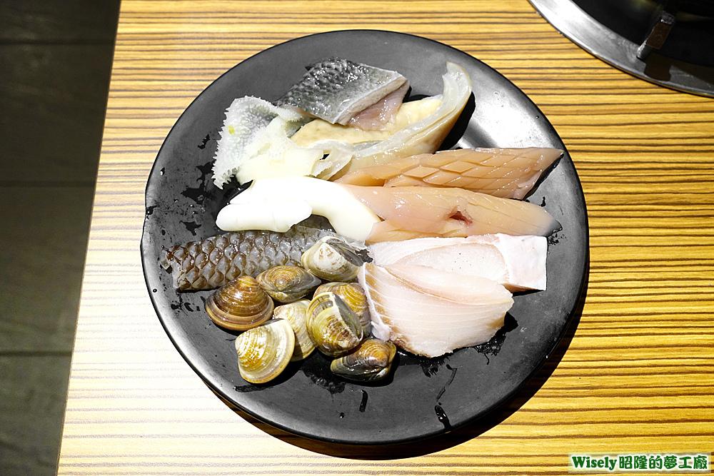 魚皮、脆管、毛肚、蛤蜊、豬肚、魷魚、魚肉