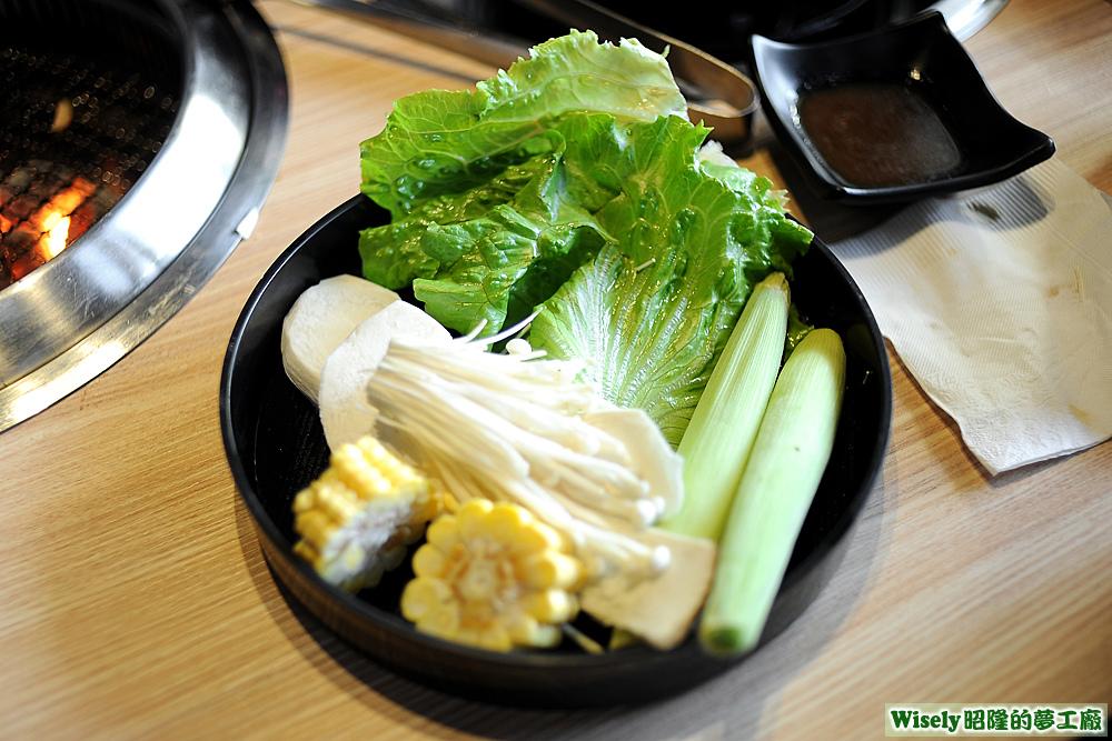 玉米、杏鮑菇、大陸妹、帶殼玉米筍