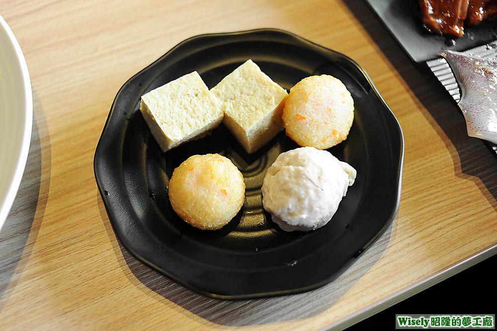 爆漿龍蝦丸、花枝漿、凍豆腐