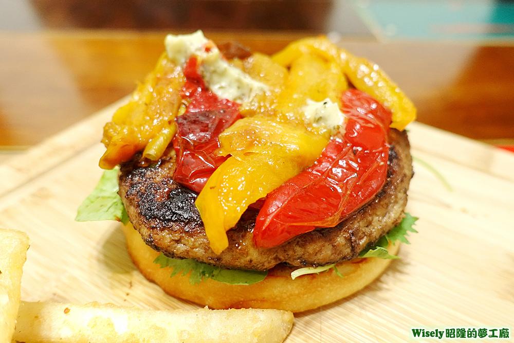 烤彩椒、牛絞肉漢堡