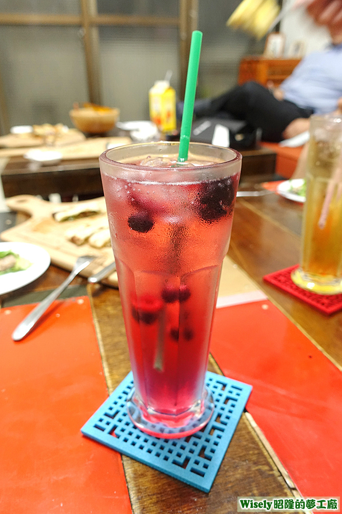 莓果氣泡水