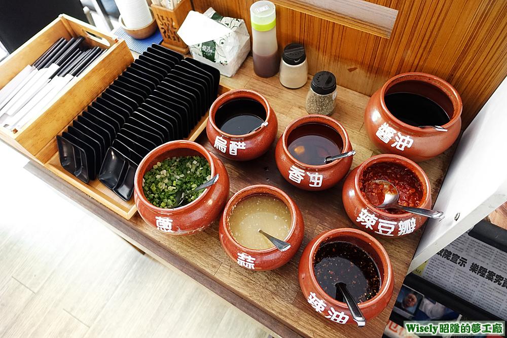 餐具、各式醬料