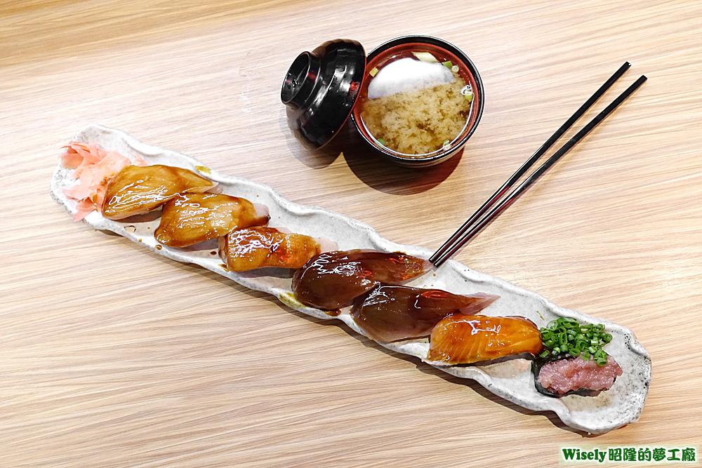 賴桑巨無霸招牌握壽司(旗魚/鮪魚/鮭魚/蔥花鮪魚軍艦)、味噌湯