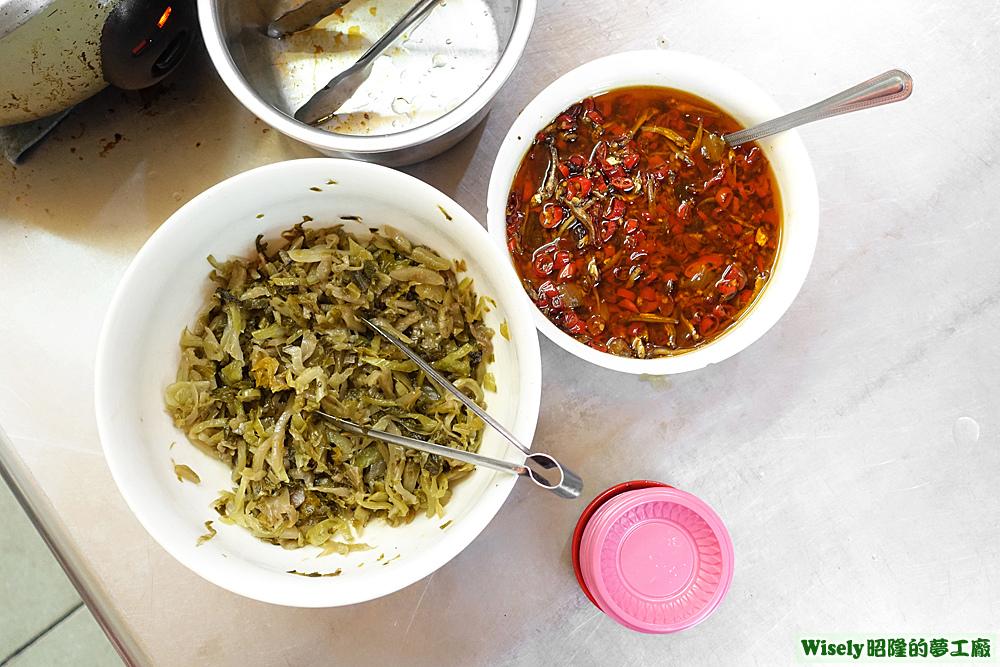 酸菜、小魚辣椒