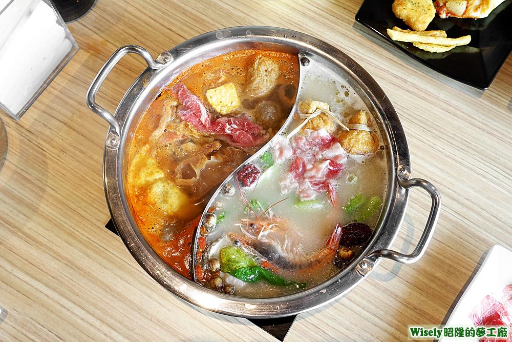 鴛鴦鍋(蔬菜蕃茄湯/玉膳白雪湯)