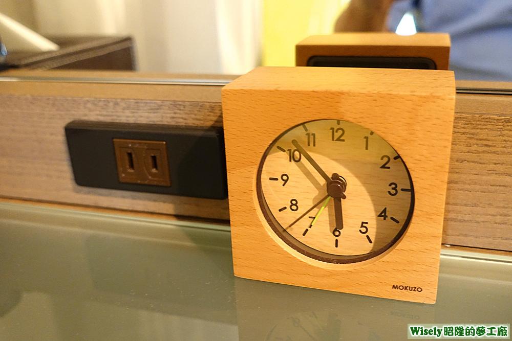 插座、時鐘