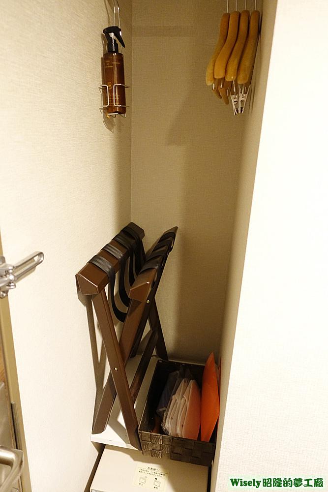 衣架、置物椅、紙拖鞋