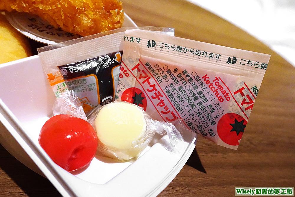 櫻桃、起司球、醬汁、蕃茄醬